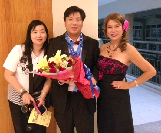 Jordan Ong after having given a successful concert, shown with an adoring fan (left) and his mother (right)